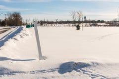 积雪的乡下在加拿大背景中 库存图片