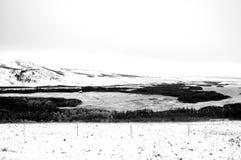积雪的大农场土地冬天风景  库存图片