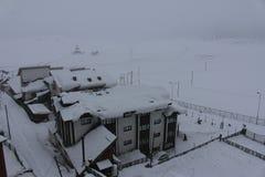 积雪的大厦在古尔马尔格,克什米尔 免版税库存照片
