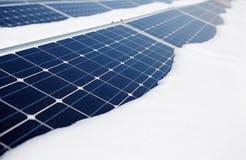 积雪的太阳电池板 免版税库存图片