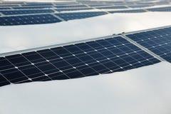 积雪的太阳电池板 库存照片