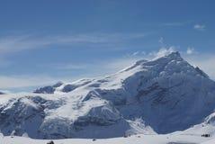 积雪的山尼泊尔 免版税图库摄影