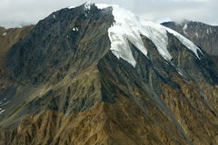 积雪的山峰在Kluane国家公园,育空 免版税库存照片