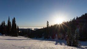 从积雪的山的顶端风景 库存照片