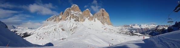 积雪的山风景  免版税库存照片