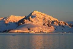 积雪的峰顶 库存图片