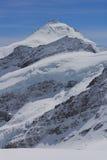积雪的峰顶 免版税库存图片