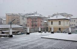 积雪的房子在贝卢诺 库存照片