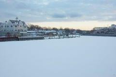 积雪的河 免版税库存照片