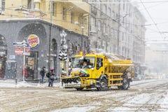 积雪的清除卡车在索非亚,保加利亚 库存图片