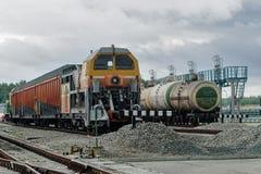 积雪的清除在集中处铁路的火车机车 库存照片