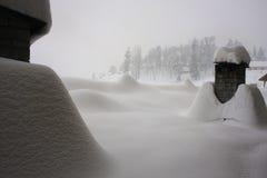 积雪的烟囱 库存照片