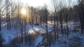 积雪的谷日出的早晨视图 免版税图库摄影