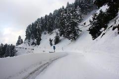 积雪的路在克什米尔 免版税库存图片