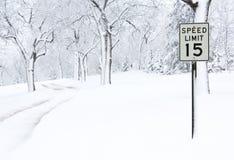 积雪的路 免版税库存照片