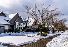 积雪的郊区居民在Langley,不列颠哥伦比亚省,加拿大乡  免版税库存照片