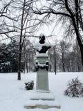 积雪的雕象在公园 库存图片