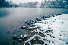 积雪的风景在沿卡托巴语的贝尔蒙特北卡罗来纳 免版税库存照片