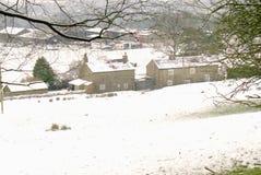 积雪的风景在12月 免版税库存照片