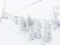积雪的滑雪胜地地形 库存图片