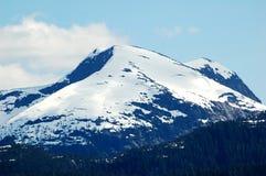 积雪覆盖的山在阿拉斯加 库存图片