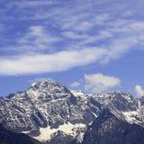 积雪覆盖的山 免版税图库摄影