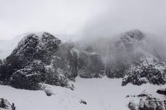 积雪覆盖的山 库存图片