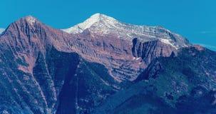 积雪覆盖的山 免版税库存照片