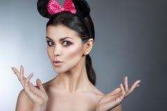称呼妇女画象完善的面孔,专家做 与大耳朵的时尚老鼠 免版税库存图片
