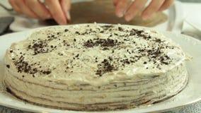 称呼oreo绉纱蛋糕食谱的烹调和食物 股票视频
