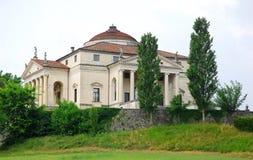 称安德烈亚・帕拉弟奥回合的别墅在威岑扎附近位于威尼托(意大利) 库存照片