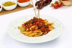 称chilles用的意大利酱的恼怒的arabbiata 免版税库存图片