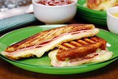 称misto-quente关闭的传统巴西三明治 免版税库存照片