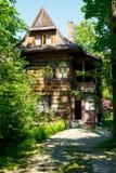 称Zameczek的木房子 免版税库存图片