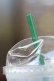 秸杆和塑料玻璃 免版税库存照片