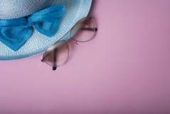 秸杆美丽的夏天帽子, 免版税库存照片