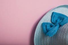 秸杆美丽的夏天帽子, 免版税图库摄影