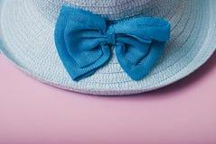 秸杆美丽的夏天帽子, 免版税库存图片