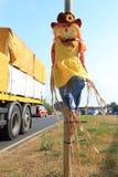 秸杆被填装的稻草人 免版税库存图片