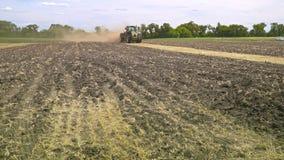 移动农田的农业拖拉机 农业机械 农村的域 影视素材