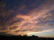 移动在日落的云彩 库存图片