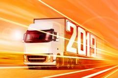 移动在晚上的卡车2019 免版税库存照片
