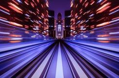 移动城市铁路隧道的行动迷离火车 免版税库存照片