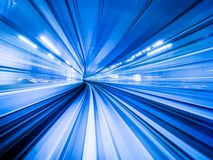 移动城市铁路隧道的行动迷离火车 免版税图库摄影