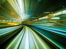 移动城市铁路隧道的行动迷离火车 库存图片