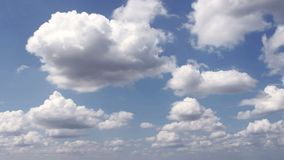 移动天空的白色云彩 股票视频