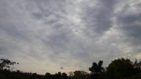 移动天空的风雨如磐的云彩 股票视频