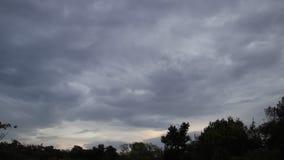 移动天空的风雨如磐的云彩 影视素材