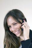 移动电话女孩俏丽微笑的联系 库存图片