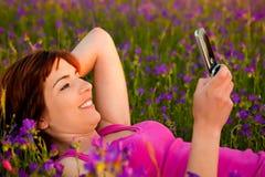 移动电话女孩联系 免版税库存图片